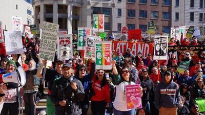 """Llueva, truene o relampaguee"": maestros de Oakland retoman huelga este lunes"