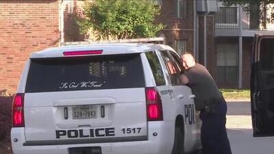 Consternación en una comunidad de Baytown por la muerte de una mujer a manos de un oficial en medio de un forcejeo