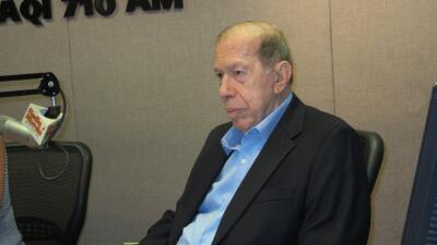 """Armando Pérez Rourá se dirige al público de Radio Mambí """"La Grande"""" por última vez"""