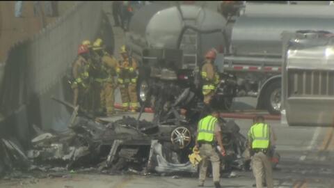Aparatoso accidente en autopista de Los Ángeles cobra dos vidas y provoca cierres viales