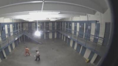 Activistas piden esclarecer la situación sobre los candados que no funcionan adecuadamente en la prisión Lewis