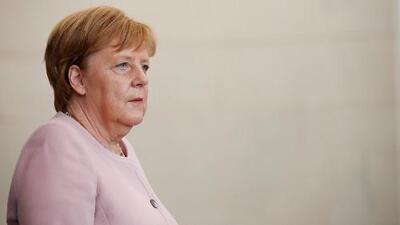 ¿Qué ocasionó que Angela Merkel temblara sin control durante un acto oficial en Alemania?