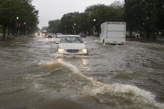 Carros varados y sótanos inundados: la repentina y poderosa lluvia que afectó a Washington DC (fotos)