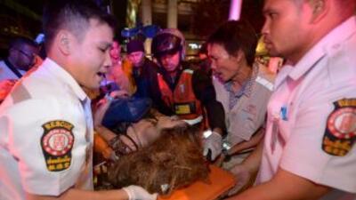 Una bomba en un templo de Bangkok deja decenas de muertos