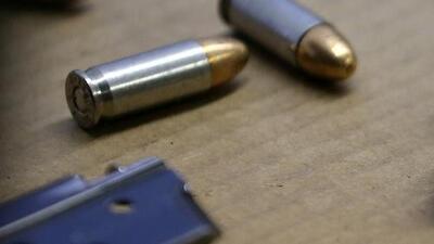 Investigan el hallazgo del cuerpo de un hombre con impactos de bala abandonado en una calle