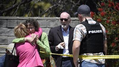 """""""Fue un crimen de odio"""": un muerto y 3 heridos tras tiroteo en una sinagoga en California"""