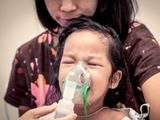 Autoridades de salud alertan sobre inusual repunte de casos de virus respiratorio que afecta a los niños