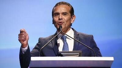 ¿Qué factores influyeron en la baja votación para Antonio Villaraigosa en las primarias de California?