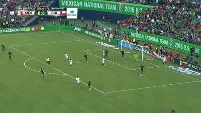Uyy!! Casi gol. Edson Raúl Puch Cortés patea y da en el arco