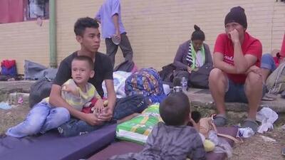 Separación y miedo: la larga travesía de los 25 miembros de una familia en la caravana de migrantes