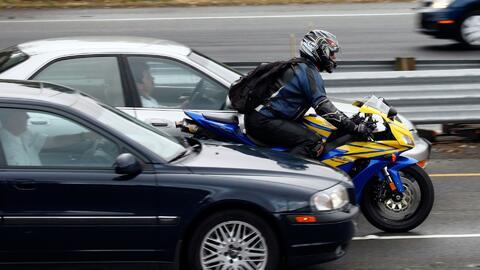 Polémica por uso compartido de la vía entre vehículos y motociclistas