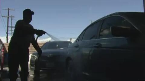 Empleados de autolavado en Playa Vista serán indemnizados por robo salarial, según comisión estatal de trabajo en California
