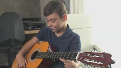 Cantante Adrián Martín está hospitalizado y espera una tercera operación por la hidrocefalia que padece