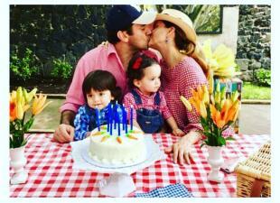 Jorge Salinas celebra su cumpleaños enamorado de Elizabeth Álvarez y sus mellizos
