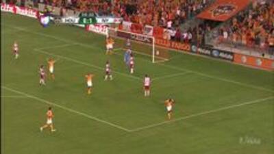 Goooolll!! Oscar Boniek García Ramírez mete el balón y marca para Houston Dynamo