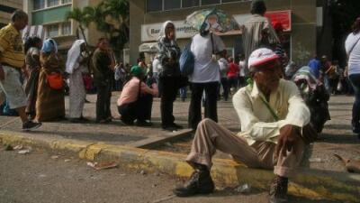 """""""Esto sigue peor. No hay efectivo ni comida y el sueldo no alcanza"""": el 'plan económico' de Maduro naufraga en un mes"""