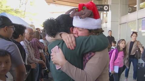 Los emotivos reencuentros entre decenas de familias que llevaban años sin poderse ver en persona