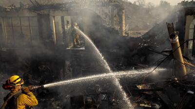 En fotos: Así consumió el fuego una mansión de 8 millones de dólares en California