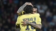 Genial 'trolleo' de Dani Alves al look de Neymar y Neres