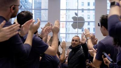 Apple ya vale 1,000,000,000,000 dólares y se convierte en la primera empresa estadounidense cuyo valor supera el billón