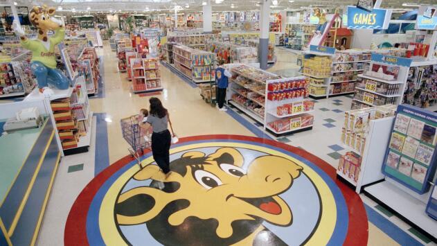La icónica tienda de juguetes Toys R Us reabrió sus puertas en Nueva Jersey