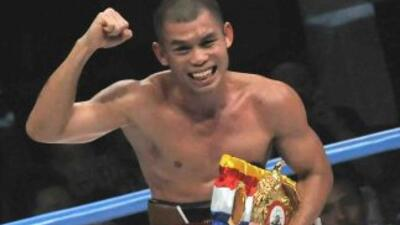 El indonesio Chris John conservó título mundial pluma AMB al vencer a Yordan