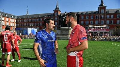 Partido de leyendas calienta Madrid, a un día de la final de la Champions League