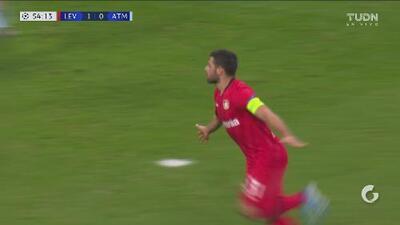 ¡Fusiló a Oblak! Volland aumenta la ventaja del Leverkusen con trallazo
