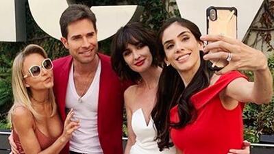 Como cualquier fan, Angelique Boyer y Sebastián Rulli se tomaron selfies con Paz Vega y Sandra Echeverría
