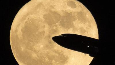 La superluna que iluminó el planeta la noche del domingo