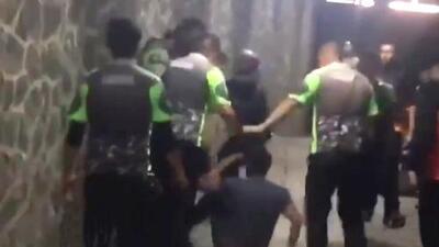En video: La brutal paliza de los guardias de seguridad del Estadio Azteca a dos aficionados