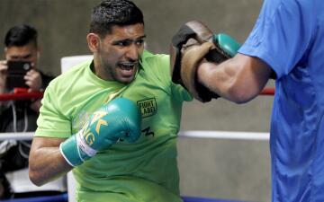 Amir Khan vela armas para enfrentar a Saúl 'Canelo' Álvarez