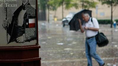 Siguen las lluvias y tormentas para la noche de este miércoles en Houston, con aviso por inundaciones repentinas