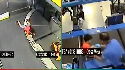 (Video) Por un descuido, niño es tragado por cinta transportadora de equipaje en aeropuerto