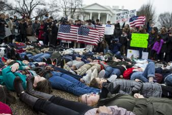 En fotos: Estudiantes protestan frente a la Casa Blanca para pedir mayor control de armas
