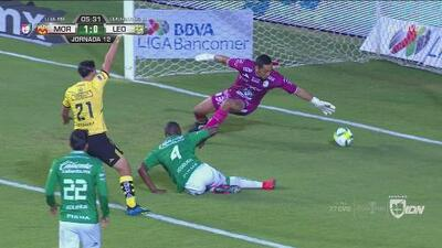 Autogol y con la mano: Andrés Mosquera puso el 1-0 de Morelia al León