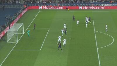¡Otro gol anulado al Madrid! Karim Benzema anota, pero un fuera de lugar lo sentencia