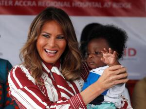 En fotos: Melania Trump sonríe más en África que en la Casa Blanca