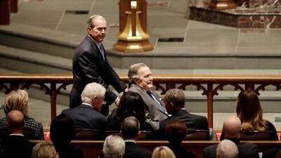 Con la ausencia de Donald Trump, expresidentes y personalidades del mundo despiden a Barbara Bush