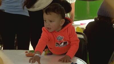 Inmigrantes que están en albergues de la frontera en México reciben servicios por parte del gobierno