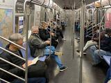 NYC debe restablecer el servicio de subway de 24 horas, dice Schumer