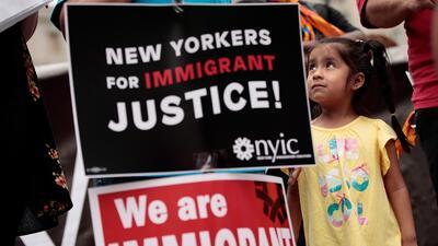 Nueva York hace una lotería para regalar a 500 inmigrantes los 680 dólares que cuesta la ciudadanía de EEUU