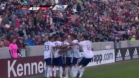 Defensa se equivoca y en menos de un minuto, ecuatoriano Carlos Gruezo marca para FC Dallas