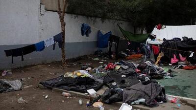 Entre fango y suciedad, así sobreviven lo migrantes centroamericanos en el albergue de Tijuana