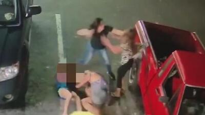 La violenta pelea de una pareja de adolescentes con una familia en una gasolinera de Florida