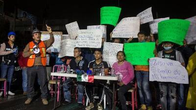 Familias denuncian que autoridades no les informan sobre el avance de labores de rescate en México