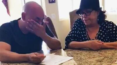 Lupillo Rivera, llorando y con la voz quebrada, le confiesa a su madre por qué se divorcia