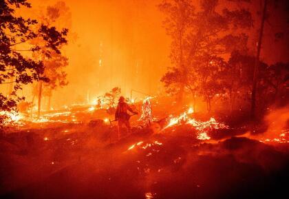 El 'Creek Fire' ha obligado evacuaciones de cientos de residentes en las últimas 24 horas en Cascadel Woods un área no incorporada del condado de Madera en Fresno en la región central de California. <br>