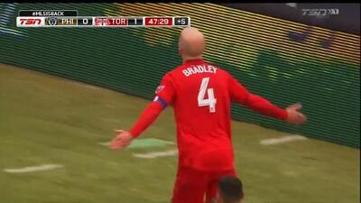 Michael Bradley fue una pesadilla para Philadelphia y Marco Fabián al marcar un doblete