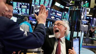 Tras la peor Navidad en décadas, la mayor subida de Dow Jones de la historia: la Bolsa cierra con ganancias récord